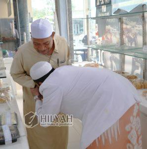 Habib Hanif alattas cium tangan Ust Ismail Ayyub